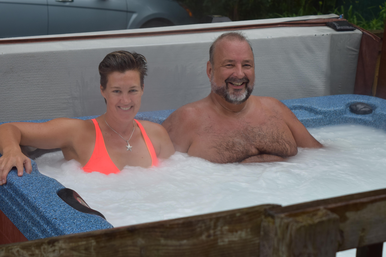 camilla luddington hot tub № 52303