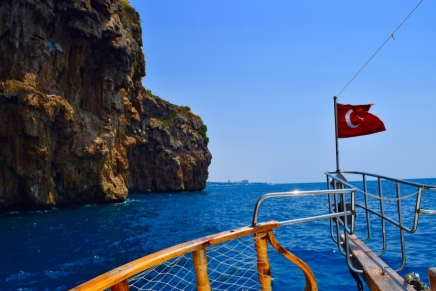 Sailing along the coast in Antalya for a quick 2 hour trip.